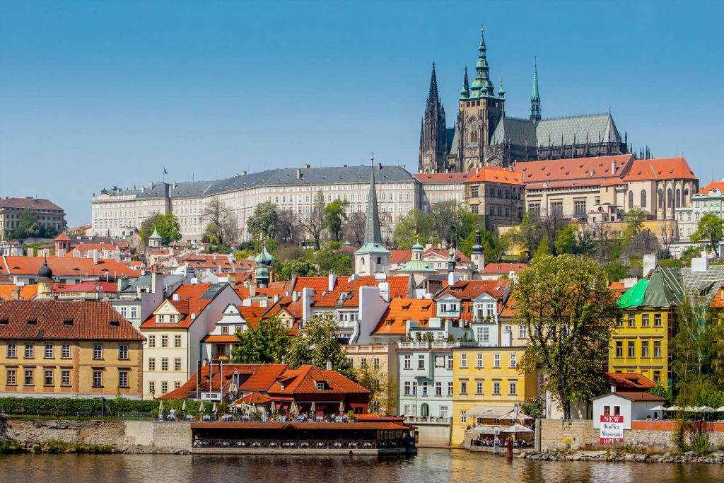 Как получить визу в Чехию: какие документы нужны, анкета, фото