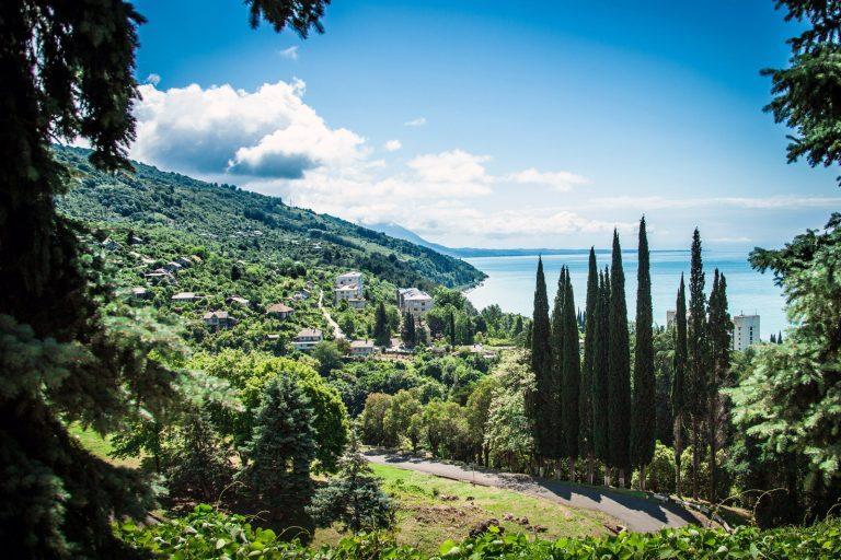 Правила въезда в Абхазию в [y] году: нужна ли виза и загранпаспорт