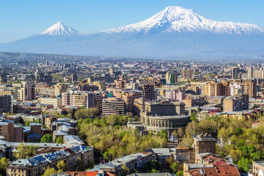 Поездка в Армению: россиянам нужен только паспорт, свыше 30 дней — регистрация