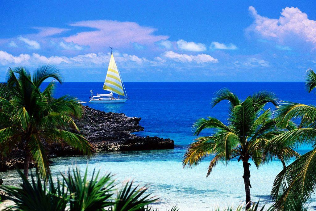 Нужен ли загран в Багамы?
