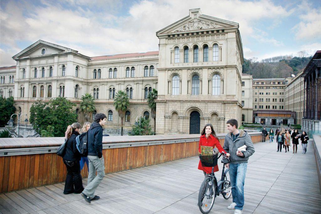 Получение образования в Испании