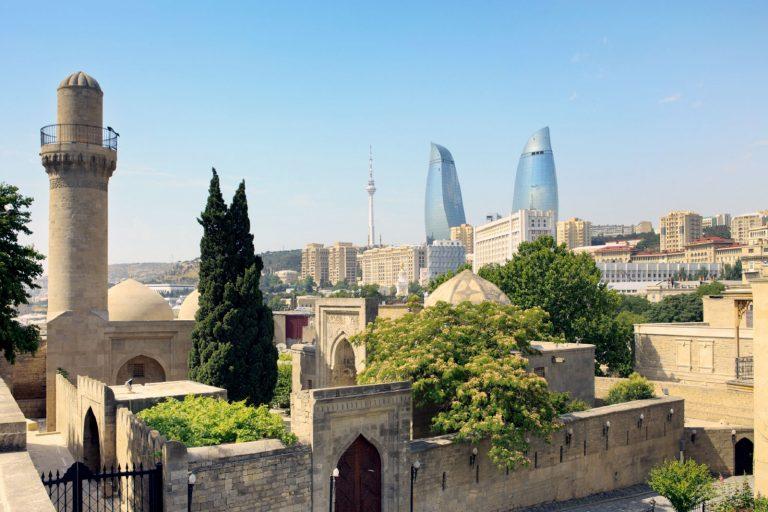 Азербайджан: виза россиянам не нужна, есть нюансы с регистрацией
