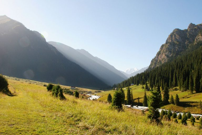 Для поездки в Киргизию россиянам нужен только паспорт, свыше 30 дней — регистрация