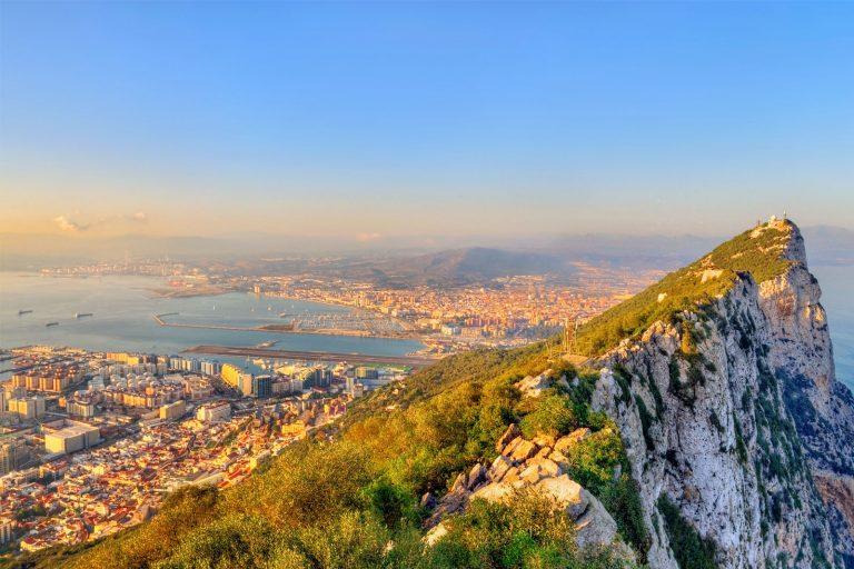 Виза в Гибралтар нужна, подойдет многократная британская или шенгенская