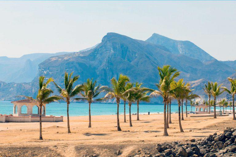 Визу в Оман можно получить в аэропорту по прилету либо получить заранее в посольстве