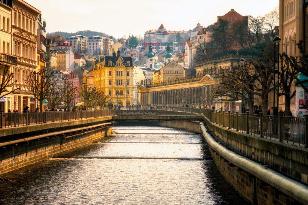 Как получить гражданство Чехии в [y] году?