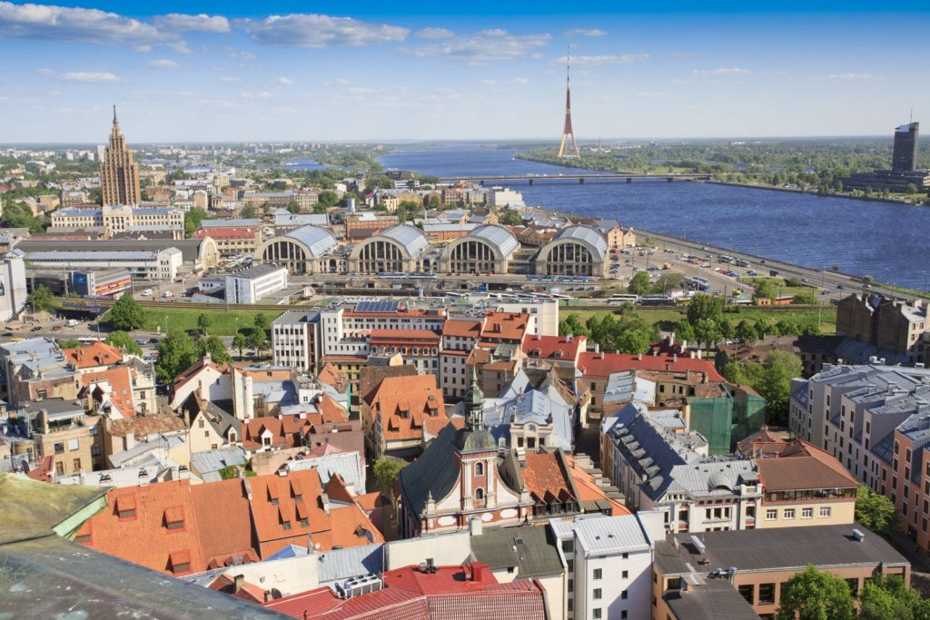 Что нужно для получения гражданства Латвии?