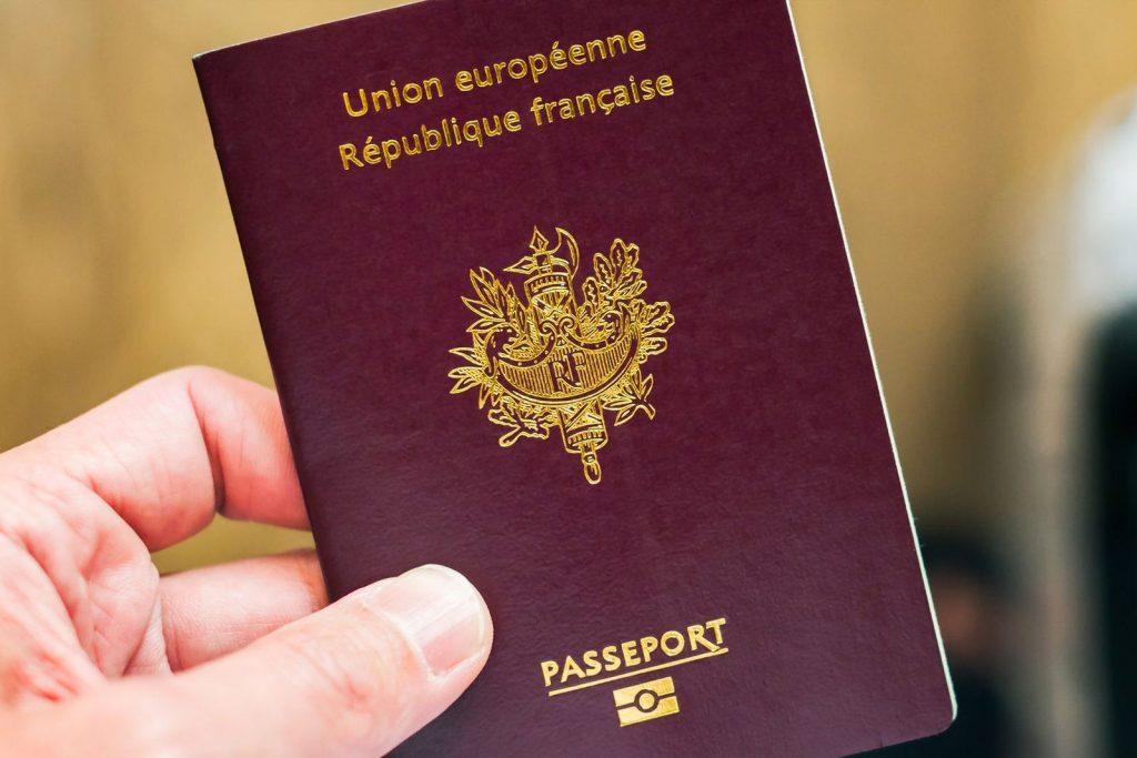 Получение французского паспорта